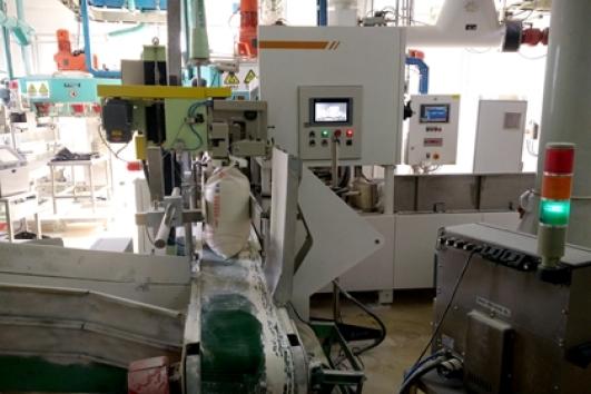 Automatic flour bagging machine